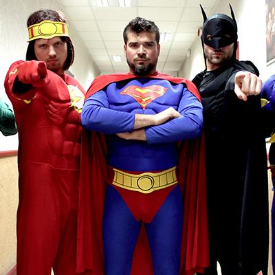 la fanfare des supers héros, une petite fanfare tout terrain, drôle et festive.